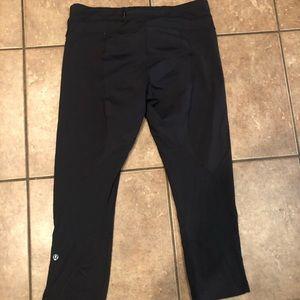 Lululemon Capri black leggings size 8 EUC
